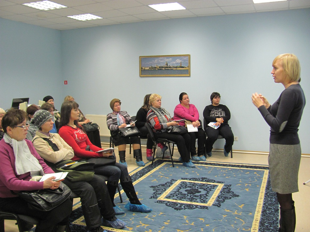 обучение социальных работников проводит представитель фирмы Джонсон-Джонсон Халотова Анна