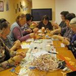 волонтеры готовят подарки для МУК
